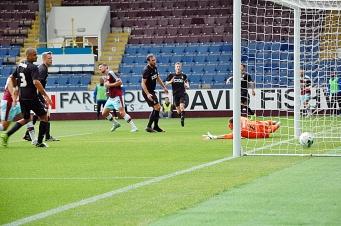 Lukas Jutkiewicz Scores Goal